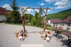 Pięknie dekorujący drewniany ślubu łuk ilustracja wektor