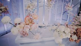 Pięknie dekorujący nowożeńcy prezydium obiektyw szeroki lewy dobro zdjęcie wideo