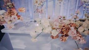 Pięknie dekorujący nowożeńcy prezydium obiektyw szeroki lewy dobro zbiory
