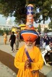Pięknie ubierający Nihang Singh sikhijczyk z klasycznym turbanem obraz royalty free