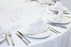 Pięknie uorganizowany wydarzenie - słuzyć świąteczny stół obraz royalty free