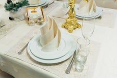 Pięknie uorganizowany wydarzenie - słuzyć bankieta stołu zbliżenie obraz stock