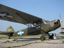 Pięknie wznawiający klasyczny Taylocraft L-2A pasikonik Zdjęcia Stock