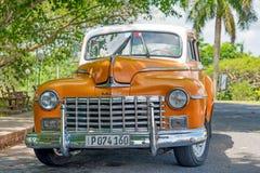 Pięknie wznawiający stary klasyczny Dodge samochód w Hawańskim obraz royalty free