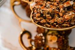 pięknie zasycha dekorującą czekoladową śmietankę Zdjęcie Royalty Free
