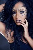 Piękno afro dziewczyna z kotem uzupełniał, kreatywnie Fotografia Royalty Free