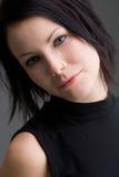 piękno ciemności z niebieskimi włosami zdjęcie royalty free
