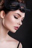 Piękno dziewczyna Piękna kobieta z maską kota i profesjonalisty makeup Zdjęcia Stock