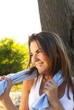 Piękno dziewczyna relaksuje w naturze Fotografia Stock