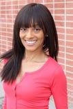 Piękno dziewczyna z prostą fryzurą i ładnym toothy uśmiechem Zdjęcie Royalty Free