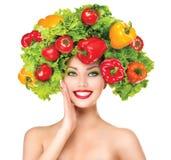 Piękno dziewczyna z warzywo fryzurą fotografia stock