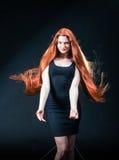Piękno dziewczyny imbirowy portret Zdrowy Długi Czerwony Włosy Piękny yo fotografia royalty free