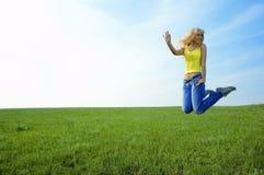 piękno kobiet skoku szczęśliwi polowe young fotografia royalty free