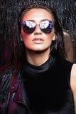Piękno kobieta z mokrym włosy i naturalnym makeup Fotografia Stock