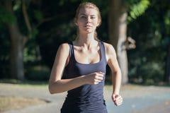 Piękno kobiety bieg zdjęcie stock