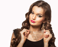 Piękno krótkopęd mądrze brunetki kobieta odizolowywająca na bielu Obrazy Royalty Free