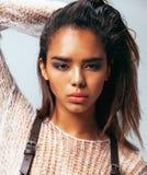 Piękno młoda afro kobieta w puloweru zakończeniu up Zdjęcie Stock