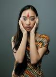 Piękno młoda azjatykcia dziewczyna z uzupełniał podobieństwo zdjęcia stock
