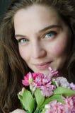 Piękno młoda dziewczyna z niebieskimi oczami Zdjęcie Royalty Free