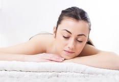 Piękno młoda kobieta Relaksuje Skincare zdrój Obraz Royalty Free