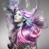 Piękno mody modela dziewczyna z kolorowym farbującym włosy fotografia royalty free