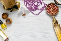 Piękno mody skład z makeup kolii oleju śmietanką fotografia royalty free