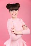 piękno nastolatków fryzury Mody nastoletniej dziewczyny model Szczęśliwy smilin obrazy stock