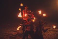 Piękno ogienia przedstawienie w zmroku obrazy royalty free