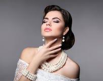 Piękno panny młodej makeup Elegancki modnej kobiety portret Retro h Obraz Stock