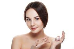 Piękno portret ładna dziewczyna z naturalnym makeup chwyta twarzy cre Zdjęcia Stock