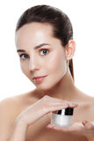 Piękno portret ładna dziewczyna z naturalnym makeup chwyta twarzy cre Obrazy Stock