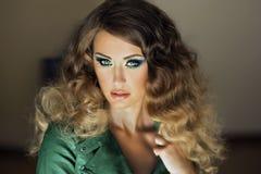 Piękno portret atrakcyjna młoda dziewczyna. Zdjęcie Royalty Free
