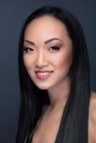 Piękno portret azjata model z rozochoconym uśmiechem Zdjęcia Stock