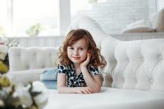 Piękno portret brązu włosy i oko dziewczyny studia portret fotografia royalty free