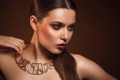 Piękno portret kobieta z złocistym makeup Obrazy Royalty Free