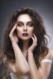 Piękno portret młoda kobieta z awangarda makijażem fotografia stock