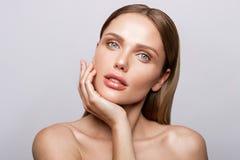 Piękno portret model z naturalnym makijażem Fotografia Royalty Free