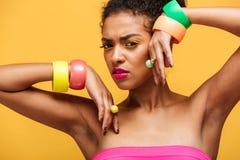 Piękno portret piękna afro amerykańska kobieta z kolorowym c Zdjęcie Stock
