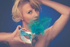 Piękno portret Piękna młoda blondynki kobieta z Venice carn Fotografia Stock