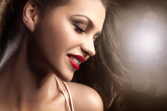 Piękno portret uśmiechnięta brunetki dama Zdjęcia Royalty Free