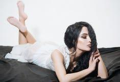 piękno Piękno salonu pojęcie seksowna kobieta z modnym makeup moda i naturalny piękno Cieszyć się jej piękno Obrazy Royalty Free