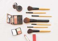 Piękno skóry twarzy kosmetyków ustalony makeup i przygotowywa relaksuje podróż kolorowa kobieta Zdjęcia Royalty Free