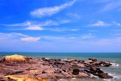 Piękno skalisty wybrzeże obrazy royalty free