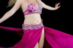 Piękno tancerz pozuje w tradycyjnym różowym kostiumu Zdjęcia Royalty Free