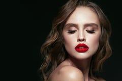 Piękno Twarz Piękna kobieta Z Makeup I rewolucjonistki wargami Obrazy Stock