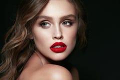 Piękno Twarz Piękna kobieta Z Makeup I rewolucjonistki wargami Obraz Royalty Free