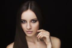 Piękno twarzy naturalny model z makeup i włosianym stylem Obrazy Royalty Free