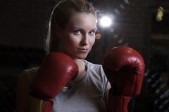 Piękno walcząca dziewczyna zdjęcia stock