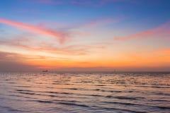 Piękno zmierzch nad seacoast linią horyzontu Zdjęcie Royalty Free