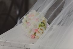 Piękny ślubny bridal bukiet biali tulipany Obraz Stock